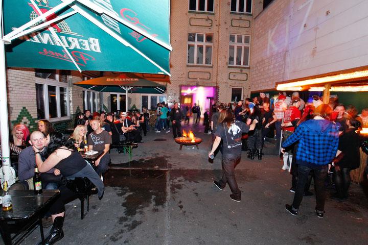 rubashka-chernaya-klubi-berlina-otchet-kartinki-pisek-pisayut