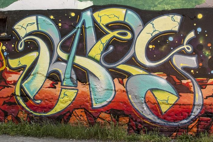 Bare - Street Art