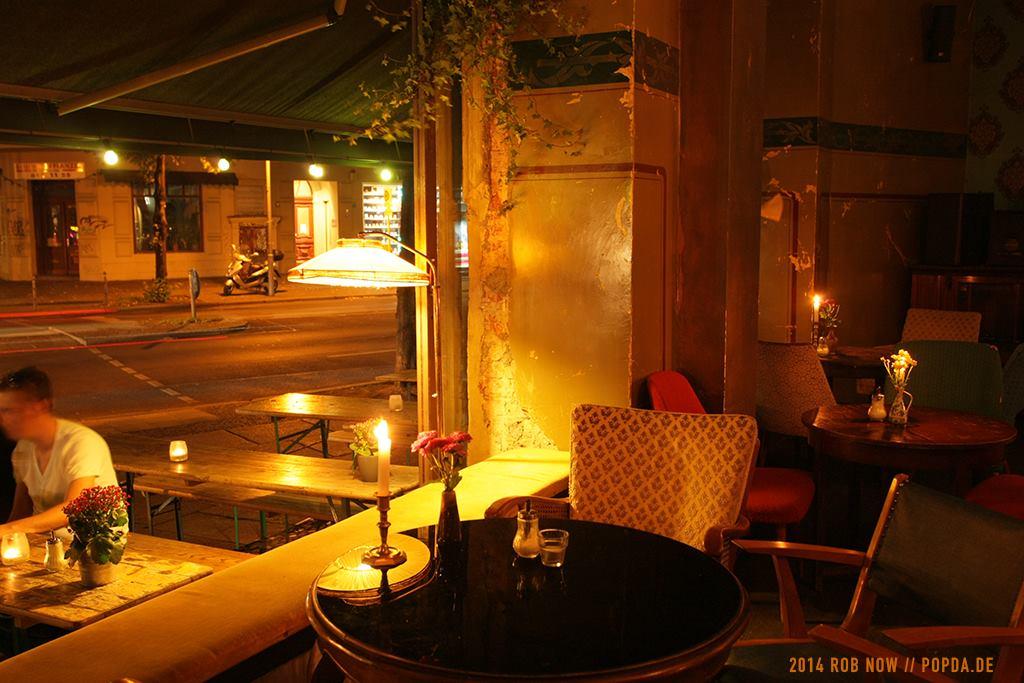 bars in berlin kreuzberg. Black Bedroom Furniture Sets. Home Design Ideas
