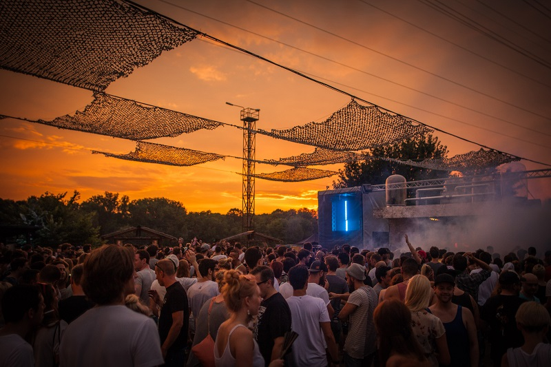 fly-watergate-open-air