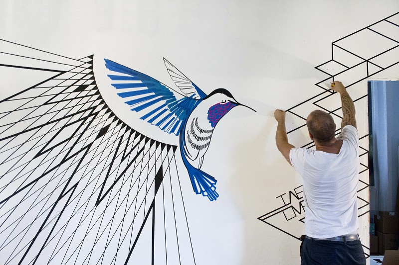 TAPE-ART-by-TAPE-OVER_Traumfrauen_hummingbird-effect_justrob