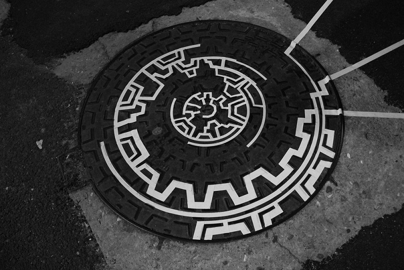 TAPE-ART-by-TAPE-OVER_onetimetoomany_france_manhole-mandala