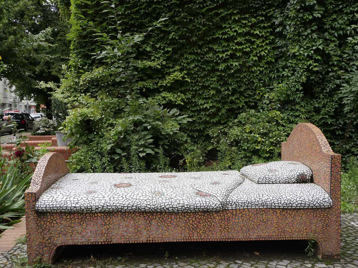 kunst bett beton pankow