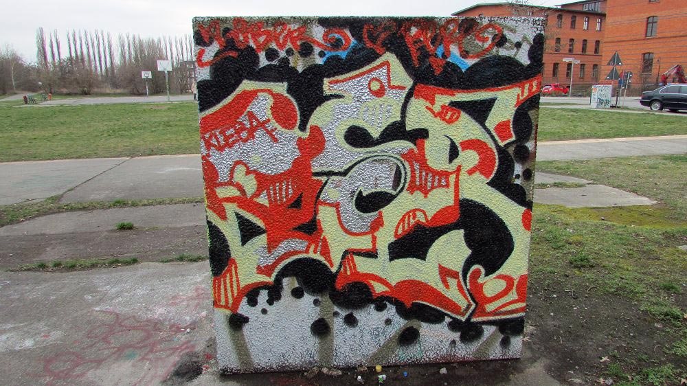 wall-graffiti-berlin-11