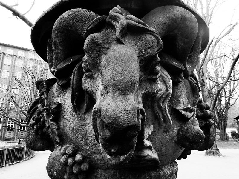 statue-am-baerenzwinger-berlin